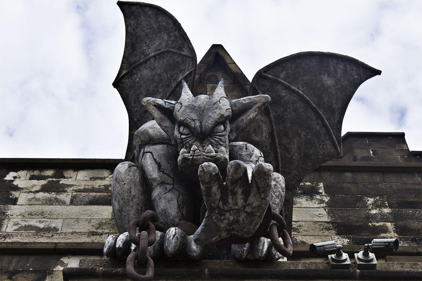 brian_schoenauer_photography_eastern_state_penitentiary_gargoyle_gothic_hand_chains