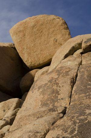 10_JoshuaTree_Rockpile_Boulder_Yellow_Cracked.jpg