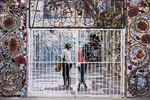 Leniqueca_Welcome_Place_Magic_Gardens_Veil_Gate_Screen_People_Girls.jpg