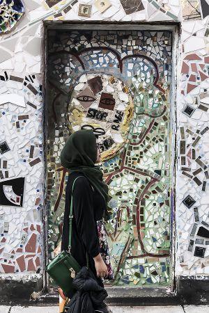Leniqueca_Welcome_Place_Magic_Gardens_Veil_Green__People_Girl_Doorway.jpg